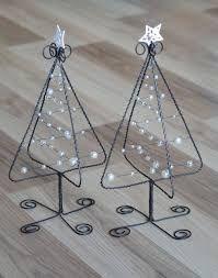 Resultado de imagen para adornos de navidad en hierro Wire Crafts, Metal Crafts, Christmas Projects, Holiday Crafts, Diy And Crafts, Wire Ornaments, Christmas Ornaments, Christmas Trees, Metal Tree Wall Art