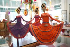 Day of the Dead figures http://zinniafolkarts.files.wordpress.co
