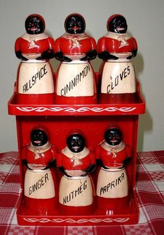 Aunt Jemima F F Plastic Spice Shaker Set Lustro Ware Red Rack 2 Tier♥♥♥Aunt Geraldine had a whole collection across her kitchen wall. It was total fascination! Love Vintage, Retro Vintage, Vintage Items, Vintage Black, Spice Set, Spice Jars, Spice Containers, Red Kitchen, Kitchen Items