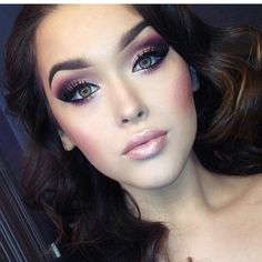 Pinned onto Make up Tips Board in Makeup Category Gorgeous Makeup, Pretty Makeup, Love Makeup, Makeup Inspo, Makeup Inspiration, Makeup Style, Makeup For Pale Skin, Plum Eye Makeup, Plum Eyeshadow