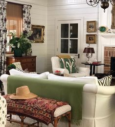 Am in love with everything about this article. Inside and outside! COTE DE TEXAS: Down Under with Jenny Rose Innes Style Cottage, Country Style Homes, Cottage Interiors, Cottage Homes, Home Living Room, Living Room Decor, Living Area, Cozy Living, Small Living