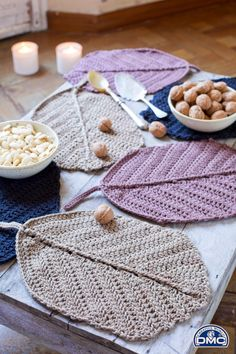 Best 12 Natura XL Leaf Table Decoration Crochet Pattern from DMC. Natural XL is a super chunky yarn made from combed cotton – SkillOfKing. Crochet Diy, Crochet Home Decor, Love Crochet, Crochet Gifts, Crochet Decoration, Chunky Crochet, Crochet Placemats, Crochet Doilies, Crochet Leaves