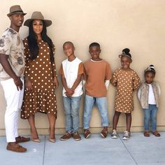 See how this beautiful family of six slayed in 6 photos wearing coordinating outfits Family Portrait Outfits, Family Picture Outfits, Family Portraits, Family Photos, Cute Family, Fall Family, Family Goals, Beautiful Family, Couple Goals