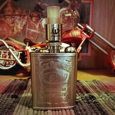 Visit http://www.whichecigarette.com/ for new product reviews, news and interesting articles from the world of e-cigarettes! #whichecigarette Jack Daniels Flask Mod By: @sinister_modz -
