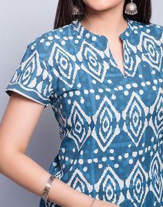 Front Simple Kurti Designs, New Kurti Designs, Stylish Dress Designs, Salwar Designs, Kurta Designs Women, Kurti Designs Party Wear, Designs For Dresses, Chudidhar Designs, Chudidhar Neck Designs