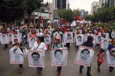 """La marcha por los 43 normalistas de laEscuela Normal Rural """"Raúl Isidro Burgos"""" de Ayotzinapadesaparecidos desde hace nueve meses en Iguala, Guerrero, a manos de policías municipales, aglutinó hoy a miles de manifestantes en la Ciudad de México. A diferencia del mes pasado, en esta ocasión organizaciones como el Frente Popular Francisco Villa, laPreparatoria Popular […]"""