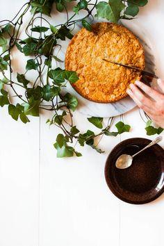 Toscakaka − Nordic Caramel Almond Cake   myblueandwhitekitchen.com