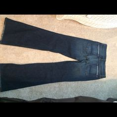 "Arden B jeans Worn only once! Size 6 Arden B jeans. Slightly flare at the bottom and have the ""worn"" look on back pockets. Very sliming jeans and can be worn casually or dressed up with a sexy top. 32 inseam Arden B Jeans Flare & Wide Leg"