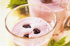 Das Rezept für Beeren-Smoothie mit Joghurt mit allen nötigen Zutaten und der einfachsten Zubereitung - gesund kochen mit FIT FOR FUN