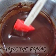 Γλάσο σοκολάτας θεϊκό από Στ. Παρλιάρο #sintagespareas Candy Recipes, Dessert Recipes, Desserts, Frosting, Icing, Cheesecake Brownies, Sweetest Day, Cream And Sugar, Recipe Images