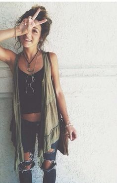 distressed skinnys, tank and vest