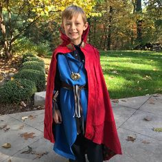 Lots of inspiration, diy & makeup tutorials and all accessories you need to create your own DIY Dr. Strange Costume for Halloween. Family Costumes, Boy Costumes, Group Costumes, Superhero Halloween Costumes, Avengers Costumes, Halloween Ideas, Dr Strange Cape, Logan Costume, Dr Strange Costume