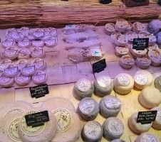 Formaggi francesi. French cheeses   #fingerfood #WalterBianconi #Dovevuoicatering #cucina #cooking  #formaggi