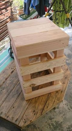 You may use a wooden stool for holding some planter in the house. We have amazing ideas of diy wooden stool. Lets have a look on these beautiful garden which Wooden Garden, Wooden Diy, Diy Stool, Wooden Stools, Workbench Plans, Diy Holz, Woodworking Magazine, Beautiful Gardens, Table