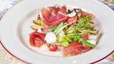 Šalát s oštiepkom Caprese Salad, Tuna, Fish, Meat, Vegetables, Pisces, Vegetable Recipes, Insalata Caprese, Veggies