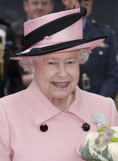 Queen Elizabeth II Photos - Queen Elizabeth tours Reaseheath College in Nantwich on her visit to Cheshire. - The Queen in Pink