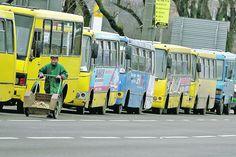 Частные перевозчики Киева обратились к городским властям с просьбой срочно рассмотреть вопрос повышения тарифов на проезд, иначе угрожают солице транспортным коллапсом.