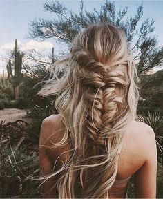 Modern Hairstyle Ideas ~ Messy loose half braid. Lovely blonde highlights. Summer Beach Ideas for chic women