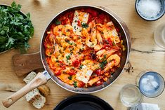 A simple traditional Greek meze recipe for spicy prawns with feta and ouzo in a tomato sauce cooked in a pan Meze Recipes, Greek Recipes, Light Recipes, Healthy Recipes, Greek Meze, Spicy Prawns, Tomato Sauce, Paella