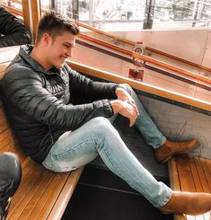 Dit is nou in Australië en daar by julle. Ek vlieg nou en land môre terug in Johannesburg SA tyd, vir Krone 6 by Sun… Casual Outfits, Mens Fashion, Fan, Moda Masculina, Casual Clothes, Man Fashion, Hand Fan, Fashion Men, Men's Fashion Styles