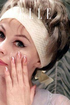 Es gibt vier Fehler bei der Gesichtspflege, die man besser ab jetzt meiden sollte. Welche es sind, zeigen wir im Beauty-Video auf Elle.de! #beauty #haut #hautpflege #skincare