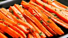 Carottes rôties au miel Carottes rôties au miel : une recette de plat facile Related posts:Anti Pasti - Antipasti - Varoma Hot Dog Recipes That Will Put Your Hamburgers to ShamePariser Huhn in. Batch Cooking, Cooking Recipes, Healthy Dinner Recipes, Healthy Snacks, Carrots Healthy, Honey Roasted Carrots, Food Dishes, Food And Drink, Meals