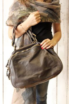 "Handmade Italian  Leather Messenger Bag ""PUMP BAG 3"" di LaSellerieLimited su Etsy"