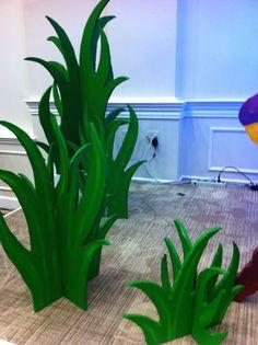 3D foamboard grass Paper Leaves, Paper Flowers, Deco Pirate, Green Tablecloth, Stage Decorations, Diy Jungle Decorations, Stage Props, Safari Theme, Jungle Safari