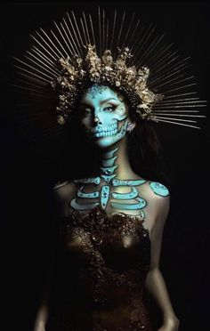 41 Most Jaw-Dropping Halloween Makeup Ideas That Are Still Pretty: Pretty Skull Makeup / Click though to see more awe inspiring pretty Halloween makeup looks, gorgeous Halloween makeup and Halloween costumes. Makeup Fx, Skull Makeup, Dead Makeup, Halloween Makeup Looks, Up Halloween, Halloween Costumes, Halloween Makeup Artist, Halloween Themes, Makeup Inspiration