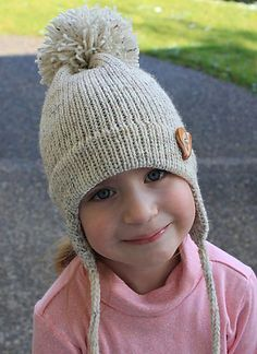 cute ear flap hat (free pattern)  Love the pom pom on this.  I want one.