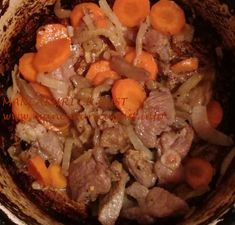 Muschiulet de vitel marinat la ceaun - Mancaruri cu gust Pot Roast, Ethnic Recipes, Food, Carne Asada, Roast Beef, Essen, Meals, Yemek, Eten