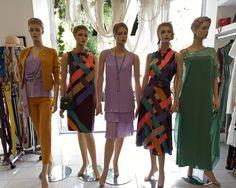 Νέα βιτρίνα γεμάτη χρώματα! Ετοιμαζόμαστε για βόλτες,  για γάμους και βαπτίσεις!  #dress #skirt #suit #trousers #vayagr #boutique #thessaloniki #greece #fashion #style #mannequin #shopping