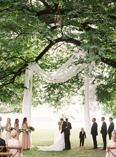 27 Jaw-Dropping Outdoor Wedding Ceremony Views – Style Me Pretty wedding – Outdoor Wedding Decorations 2019 Forest Wedding, Dream Wedding, Oak Tree Wedding, Perfect Wedding, Outdoor Wedding Decorations, Wedding Outdoor Ceremony, Wedding Aisles, Outdoor Wedding Backdrops, Vintage Outdoor Weddings