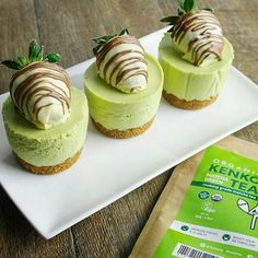 Matcha Green Tea Mini Cheesecake Recipe. It's no baked, simple, and delicious recipe with snap cookie crust, and creamy matcha cream cheese. #japaneasy #matcha