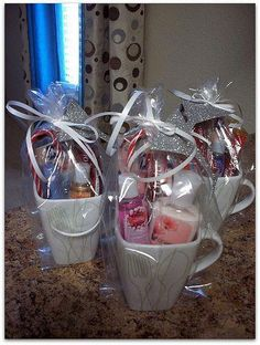 How to Make Creative Christmas Gifts for Teachers From Kids Perfect gift idea Fill a mug with little accessories and tie it with a ribbon Creative Christmas Gifts, Teacher Christmas Gifts, Homemade Christmas Gifts, Homemade Gifts, Teacher Gifts, Christmas Diy, Creative Gifts, Xmas, Handmade Christmas
