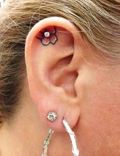 Here are the Top Types of Piercings You'll Want to Get! We listed the top 20 types of piercings you will want to get with insights and pictures. Get to see how your future piercing will look like before. Neue Tattoos, Body Art Tattoos, Cool Tattoos, Tatoos, Cute Girl Tattoos, Tattoo Skin, Easy Tattoos, 7 Tattoo, Woman Tattoos