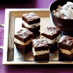 Ice cream sandwiches were one of my favorite childhood treats. These Mini Brownie Ice Cream Sandwiches from Sunset Magazine are a twist on a classic. Mini Desserts, Bite Size Desserts, Wedding Desserts, Frozen Desserts, Frozen Treats, Just Desserts, Delicious Desserts, Dessert Recipes, Yummy Food