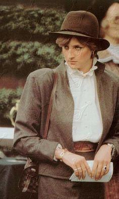 Diana au Horse Racing à  Sandown Park Racecourse, Surrey - 13 Mars 1981 (Suite )
