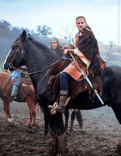 Ragnar the Younger. The Last Kingdom -His hair is amazing. Lagertha, Tobias Santelmann, Uhtred Of Bebbanburg, The Last Kingdom, Vikings Tv, Bbc America, Viking Warrior, Medieval Fantasy, High Fantasy