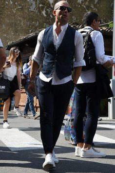 Mens Fashion – Designer Fashion Tips Style Casual, Casual Outfits, Men Casual, Fashion Outfits, Stylish Mens Fashion, Fashion Sale, Paris Fashion, Fashion Fashion, Runway Fashion