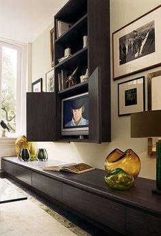 Idea para ocultar la tele del salón : Mira que idea te traigo para ocultar la televisión en la zona del salón. Una composición de muebles que queda ideal y dentro del cual se esconde el aparato