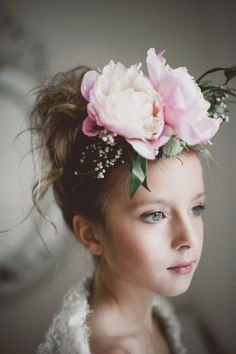 beautiful flower headpiece for the flower girl! Floral Headdress, Flower Headpiece, Fascinator, Bridal Headpieces, Bridal Hair, Flowers In Hair, Top Flowers, Pretty Flowers, Floral Hair