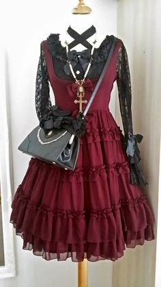 I just love the combination of black and wine red!