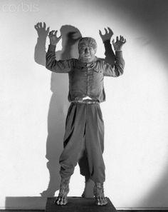 Frankenstein Meets the Wolf Man Classic Monster Movies, Classic Horror Movies, Classic Monsters, Horror Films, Cool Monsters, Horror Monsters, Famous Monsters, Lon Chaney Jr, Frankenstein's Monster