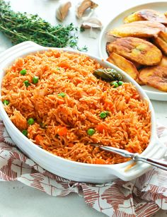 Jollof Rice - Great dinner recipe or lunch recipe. Side dishes too Spicy Recipes, Lunch Recipes, Dinner Recipes, Dinner Ideas, Easy Recipes, Riz Jollof, Rice In The Oven, Easter Dishes, Nigerian Food