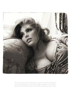 Italian Vogue normal/plus size boudoir shoot