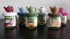 Potjes om thee te bewaren, leeuk gedaan! Gratis patroon theepotje via Susanne&So Crochet Cozy, Love Crochet, Diy Crochet, Crochet Doilies, Diy Tea Cosy, Small Crochet Gifts, Crochet Jar Covers, Kawaii Crochet, Jar Lids