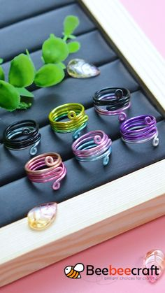 Wire Jewelry Rings, Wire Jewelry Making, Wire Jewelry Designs, Handmade Wire Jewelry, Jewelry Making Tutorials, Handmade Rings, Aluminum Wire Jewelry, Jewellery, Diy Bracelets Easy