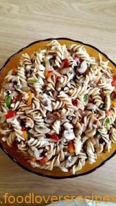 marietjie se noedelslaai South African Recipes, Healthy Salads, Vegetable Pizza, Van, Lovers, Foods, Traditional, Vegetables, Fitness