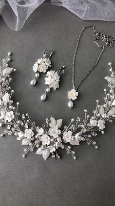 Wedding Tiara Veil, Flower Headpiece Wedding, Wedding Hats, Bridal Headpieces, Bridal Jewelry Sets, Bridal Earrings, Wedding Jewelry, Diy Hair Accessories, Bridal Accessories
